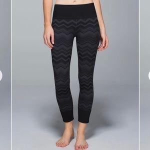 Lululemon Ebb to Street Pants, Chevron, size FOUR